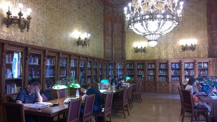 148911P Ungarn Bibliothek RayMedia.de 27.04.2015